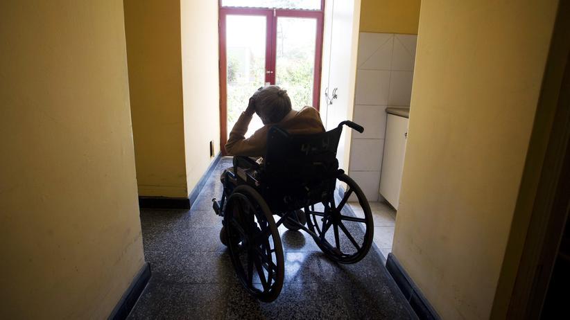 Altenpflege: Pflegeexperten berichten von eklatanten Mängeln