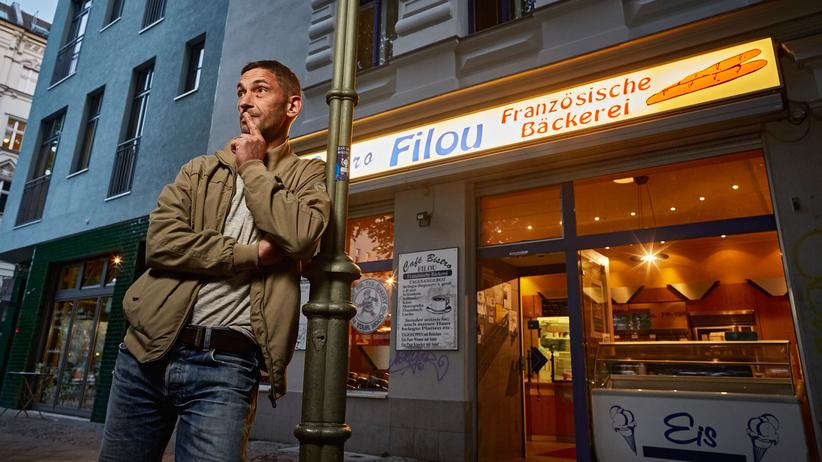 Gentrifizierung in Kreuzberg: Daniel Spülbeck vor seinem Café Filou.