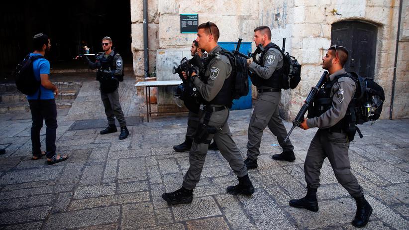 Jerusalem: Israelische Sicherheitskräfte sichern nach der Attacke auf die Polizisten die Altstadt Jerusalems.