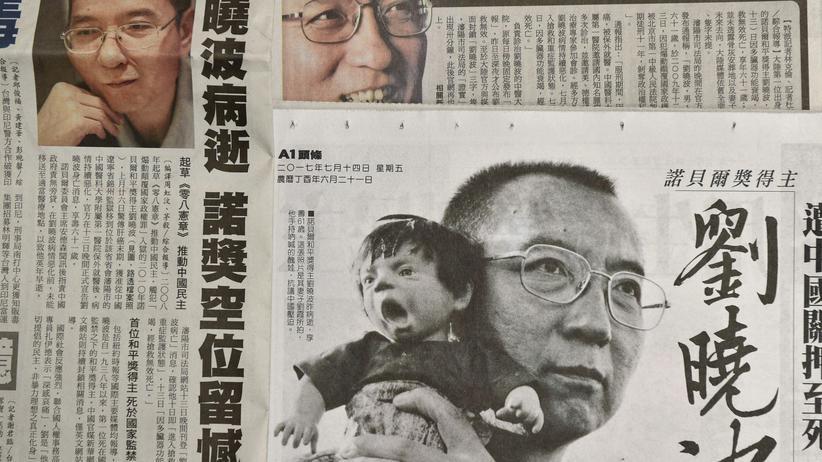 Friedensnobelpreisträger: Ein Foto von Liu Xiaobo auf der Titelseite einer Zeitung aus Taiwan