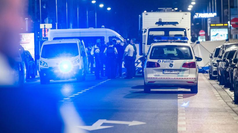 Brüssel: Polizisten sichern die Szene des Messerangriffs im Zentrum der belgischen Hauptstadt.