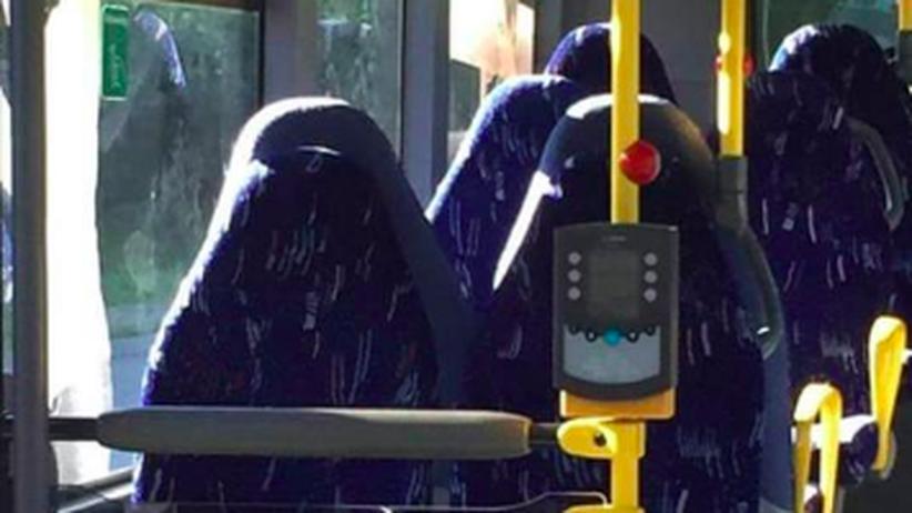 Fake-News: Rechte verwechseln leere Bussitze mit Islamistinnen in Burkas