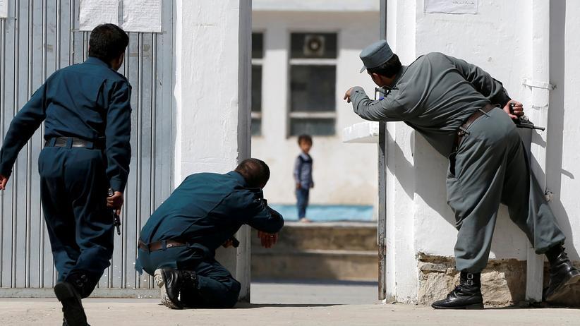 Afghanistan: Afghanische Sicherheitskräfte vor der Kabuler Moschee, die am Freitag Ziel eines Terroranschlags wurde.
