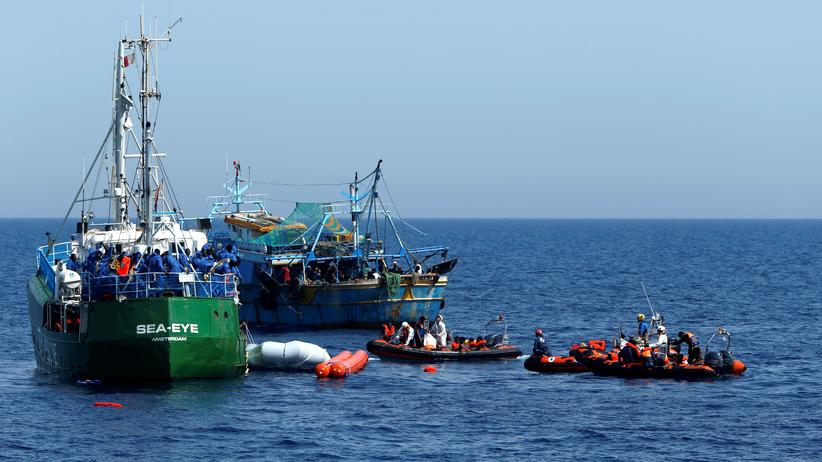 Hilfsorganisation Sea-Eye: Rescue NGOs Sea-Eye, Migrant Offshore Aid Station (MOAS) and Jugend Rettet Iuventa, and a Tunisian fishing boat carry out a joint rescue operation as some migrants drowned in the central Mediterranean in international waters off the coast of Libya