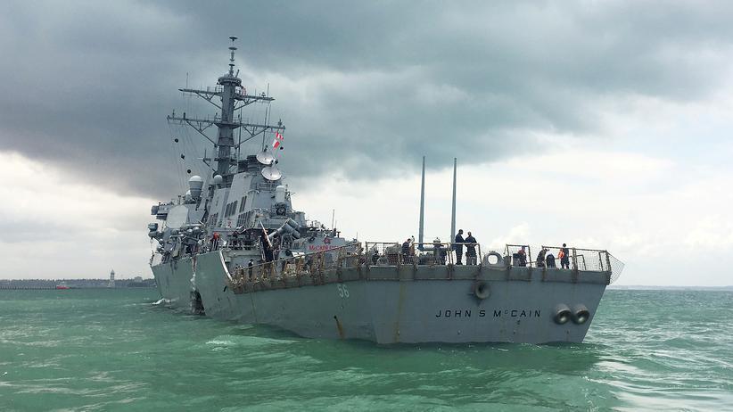 Südostasien: US-Zerstörer kollidiert mit Handelsschiff
