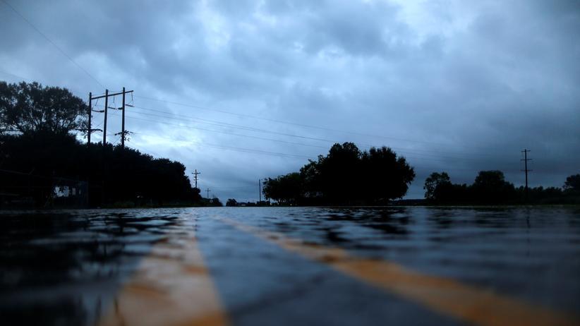 Texas: Eine überflutete Straße im US-Bundesstaat Louisiana, nachdem Hurrikan Harvey mit Rekordregenfällen auf die US-Küste traf.