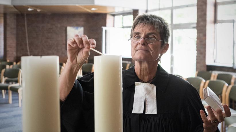 Bundestagswahl: Die Pfarrerin Eva Esche im Kirchensaal der Kölner Thomaskirche