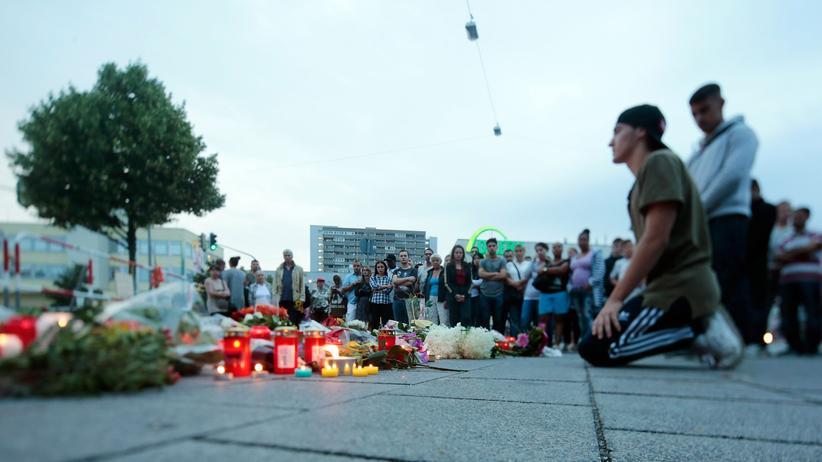 Olympia-Einkaufszentrum: Trauer nach dem Amoklauf im Münchner Olympia-Zentrum