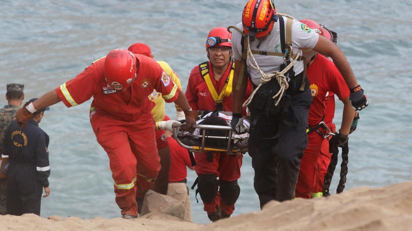 Peru: Bus stürzt auf Strand – mindestens 48 Tote