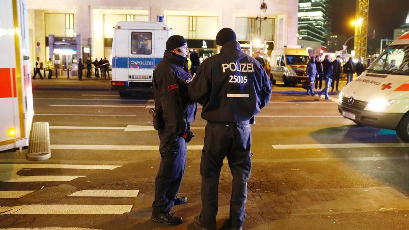 Untersuchungsausschuss Breitscheidplatz: Polizisten im Dezember 2016 am Ort des Terroranschlags in Berlin