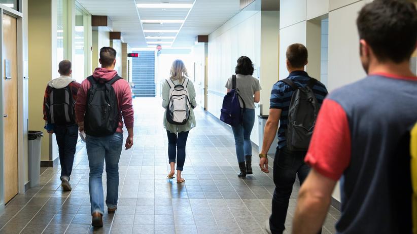 Nationalismus in der Schule: Auch Jugendliche, die mit Extremismus sympathisieren, darf man nicht alleine lassen