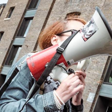Es kann doch nicht sein!: Warum demonstrieren Jugendliche nur noch, wenn ihr Handy leer ist?