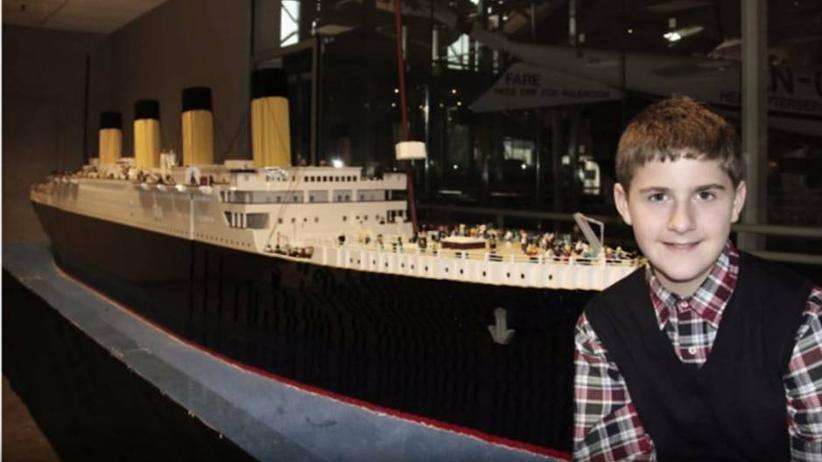"""Aus 65.000 Bausteinen gebastelt : Autistischer Teenager baut acht Meter langes Modell der """"Titanic"""""""