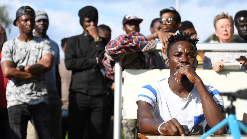 Bundesverfassungsgericht: Bewohner der Ellwanger Flüchtlingsunterkunft bei einer Presskonferenz zu dem umstrittenen Polizeieinsatz