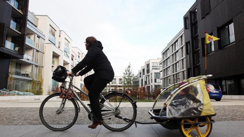 Sozialforschung: Immer seltener leben jung und alt Tür an Tür. Ein Faktor dürften auch Mietpreise sein, die wie hier in Berlin-Prenzlauer Berg in den vergangenen Jahren angesteigen sind.