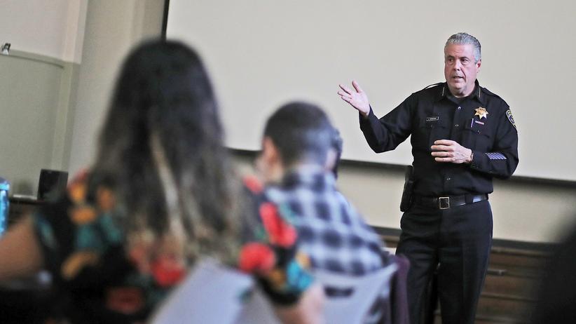 USA: Immer mehr Grund- und Mittelschulen unter Polizeischutz