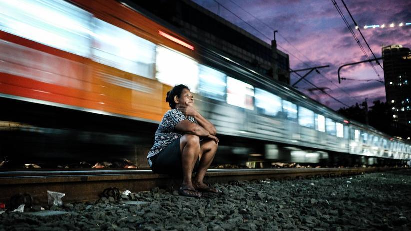 Slums in Jakarta: Wo Menschen neben Bahngleisen wohnen