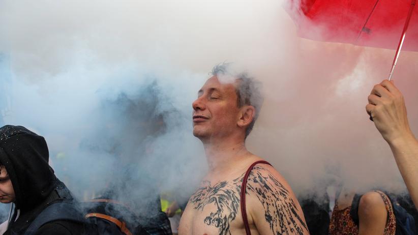 """Christopher Street Day: """"Als wir uns vor vierzig Jahren in Bewegung gesetzt haben, hatten wir keine Vorbilder. Da hatten wir nur unsere Wut darüber, dass wir aus der Gesellschaft ausgegrenzt wurden. Wir hatten nur tote Vorbilder"""", sagt Mitinitiator Bernd Gaiser über den Christopher Street Day in Berlin. Heute lerne er von den Jüngeren."""