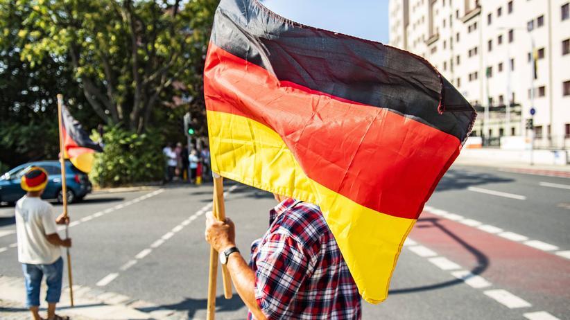 Mäßigungsgebot: Polizei und sächsische Regierung nach Pegida-Vorfall unter Druck