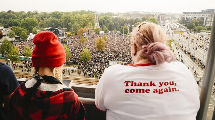 Chemnitz: Rund 65.000 Menschen besuchten am Montag das Konzert #wirsindmehr in Chemnitz.