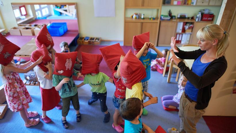 Gute-Kita-Gesetz: Nicht in jeder Kita haben Erzieherinnen und Erzieher Zeit für Spiele mit den Kindern.