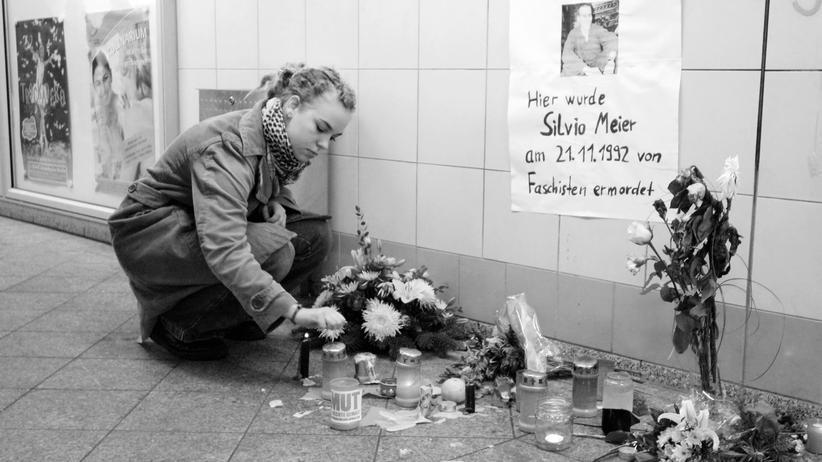 Rechte Gewalt: An diesem Ort in Berlin verblutete der 27-jährige Hausbesetzer Silvio Meier 21. November 1992. Der 17-jährige Sandro S. hatte mit einem Messer auf Meier und seine Begleiter eingestochen.