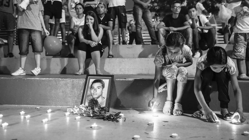Rechte Gewalt: Trauernde Kosovaren in Pristina gedenken Diamant Zabergjas, eines der Opfer des Anschlags auf das Olypia-Einkaufszentrum in München.