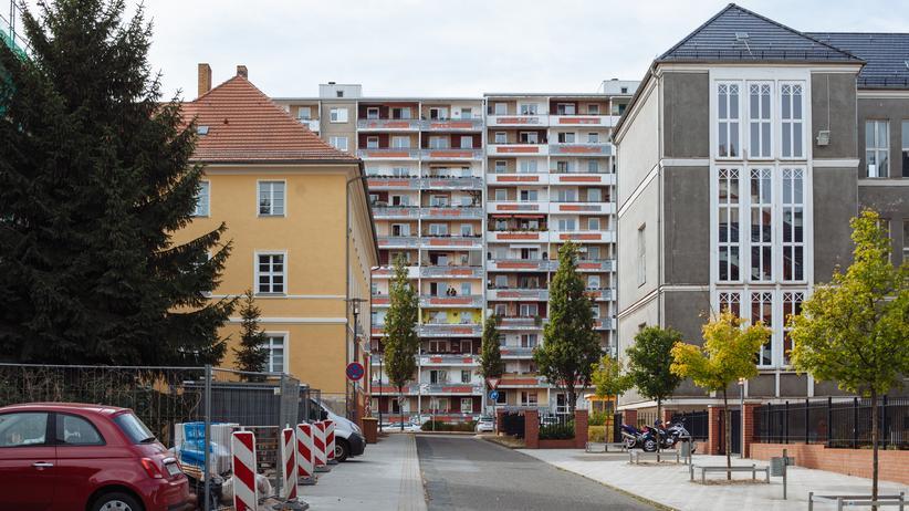 Frankfurt (Oder): Wieckestraße in Frankfurt (Oder), im Vordergrund rechts das frühere Otto-Brenner-Gymnasium