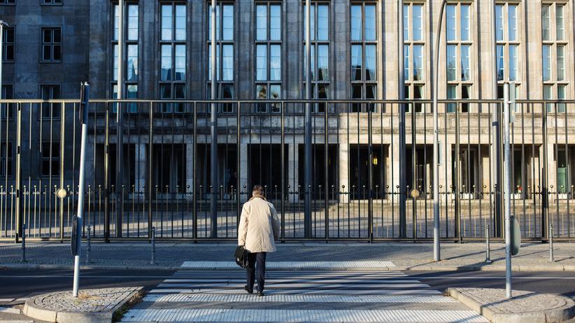 Gleichberechtigung: Wie groß ist der Mut zum Widerspruch unter Beamtinnen und Beamten?