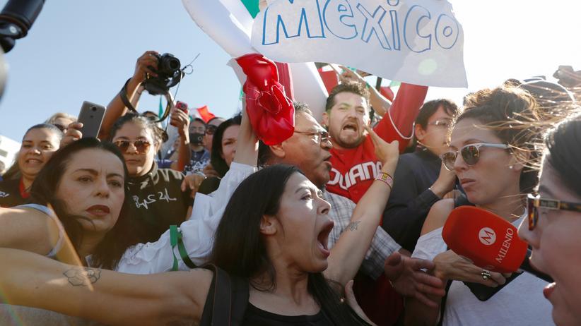 Tijuana: Hunderte Mexikaner protestieren gegen Migrantentreck