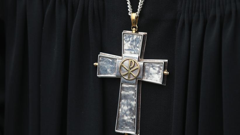 Sexueller Missbrauch: Nicht nur in der katholischen Kirche kam es zu Missbrauch. Experten fordern Aufklärung von der evangelischen Kirche.