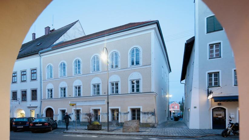 Geburtshaus von Adolf Hitler: Enteignete Besitzerin fordert höhere Entschädigung