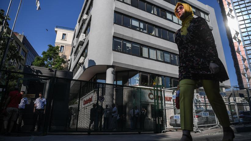 """Pressefreiheit: Die Redaktion der """"Cumhyriet"""" in Istanbul: """"Wenn man verstehen will, was bei der Zeitung passiert ist, muss man das große Ganze sehen: Zeugen der Anklage aus dem Cumhuriyet-Prozess sitzen jetzt in der Cumhuriyet-Stiftung, der die Zeitung gehört."""""""