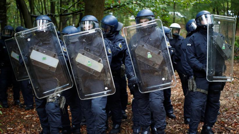 Frankfurt am Main: In drei Schritten gegen rechtsextreme Polizisten