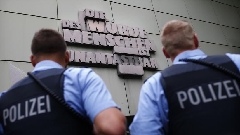 Frankfurter Polizei: Chatgruppe Itiot mit 50 möglichen rechtsextremen Nachrichten