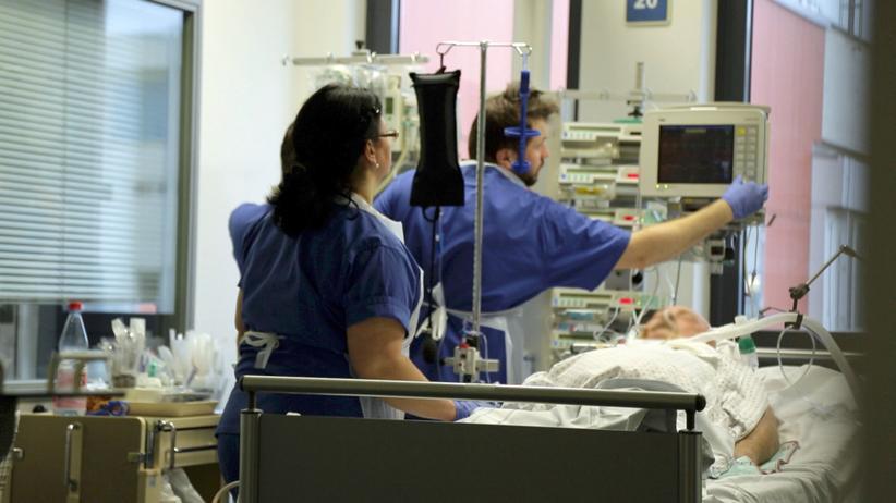 Pflegemangel: Pflegende auf einer Intensivstation