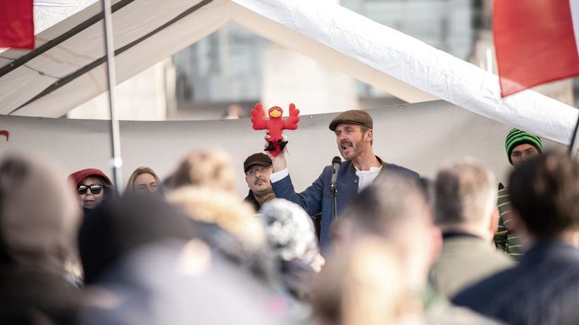 Pressefreiheit: Reichsbürgerinnen stellen sich gegen die Demokratie, hier bei einer Demonstration vorm Bundestag im Januar 2019.