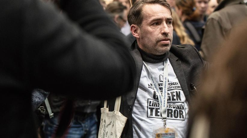 Pressefreiheit: Rechtsextremist Sven L. im März 2018 bei der Leipziger Buchmesse mit einem GNS-Presseausweis