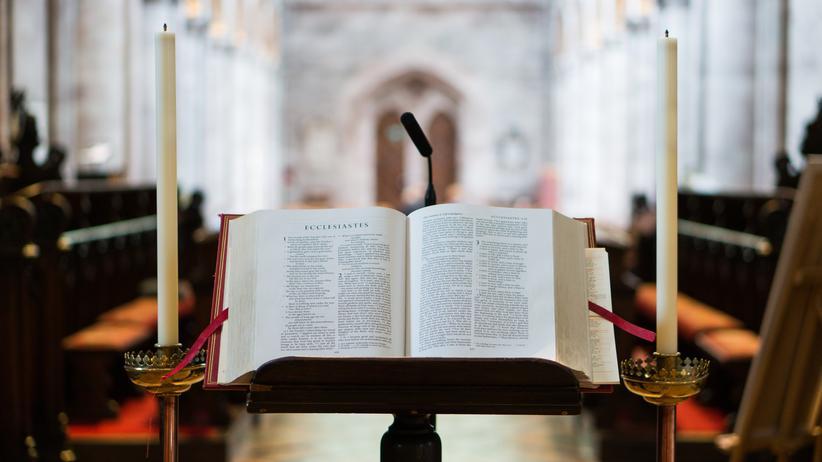 """""""Nicht heulen, sondern handeln"""": Allein mit einem guten Buch? Das kann Ihnen in der evangelischen Kirche schnell passieren."""