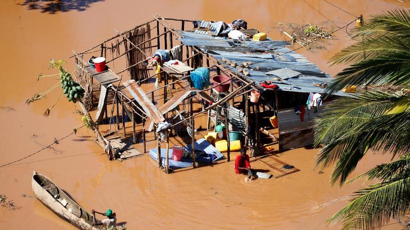 Mosambik: Braunes Wasser überall