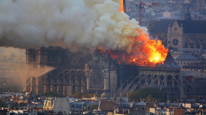 Paris: Struktur von Notre-Dame laut Einsatzkräften gerettet