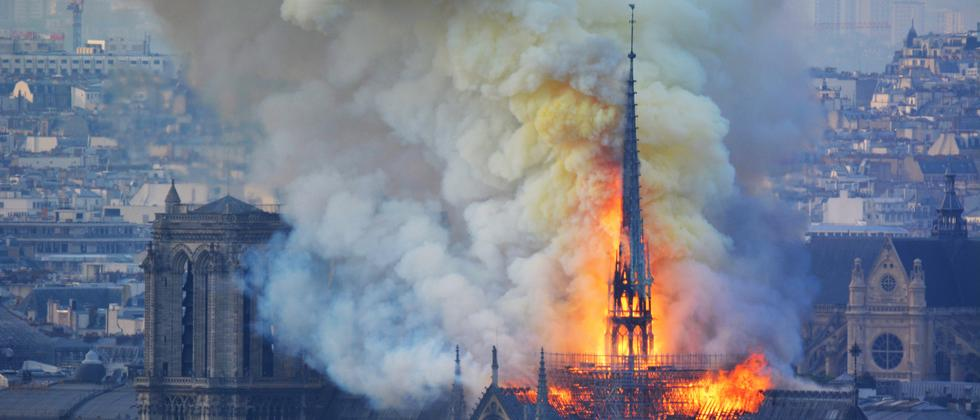 Notre-Dame: Rauch über Paris