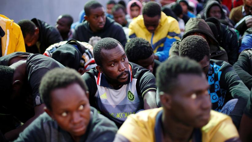 Flüchtlinge: Libyens Marine rettet 87 Migranten vor Ertrinken