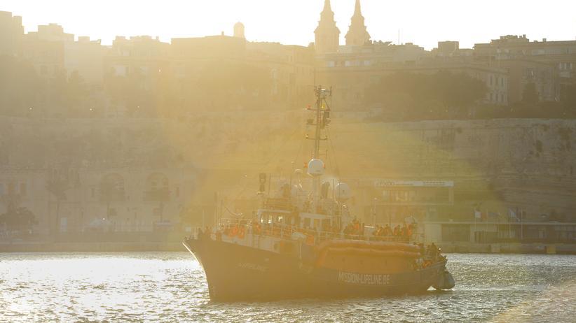 """Seenotrettung: """"Lifeline""""-Kapitän in Malta zu Geldstrafe verurteilt"""