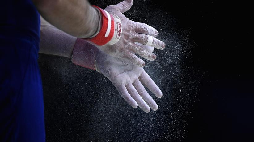 """Sexuelle Gewalt: Forschungsergebnisse deuteten darauf hin, """"dass etwa jede dritte Athletin, jeder dritte Athlet Erfahrung gemacht hat mit sexueller Gewalt"""", sagte Kommissionleiterin Sabine Andresen."""
