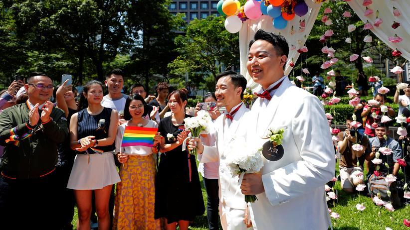 Taiwan: Erste gleichgeschlechtliche Eheschließungen in Asien
