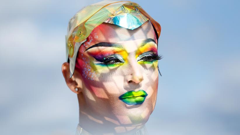 Gay-Pride-Parade: Mehr als schillernde Kostüme