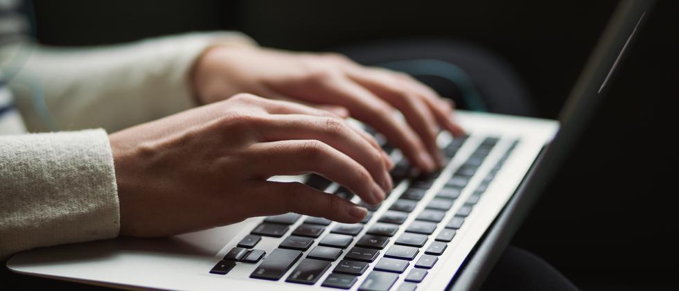 Sexuelle Übergriffe:  #MeToo hat laut Studie Situation am Arbeitsplatz leicht verbessert