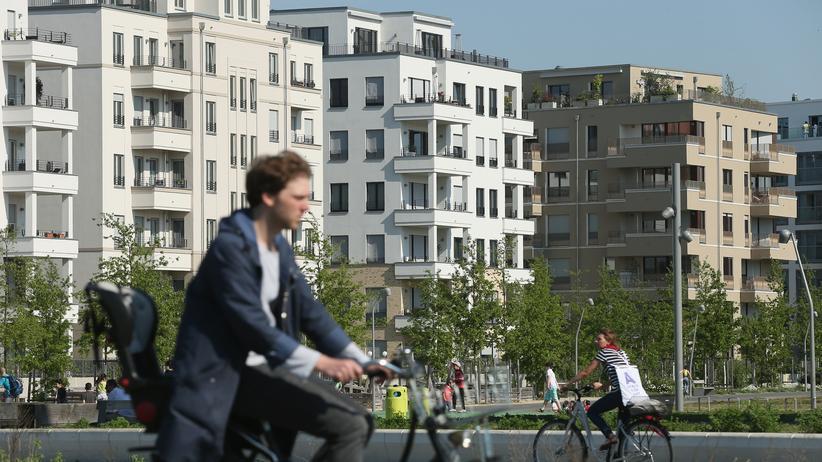 Katrin Lompscher: Wegen des angespannten Wohnungsmarktes in Berlin will der Senat die Mieten für fünf Jahr per Gesetz einfrieren.