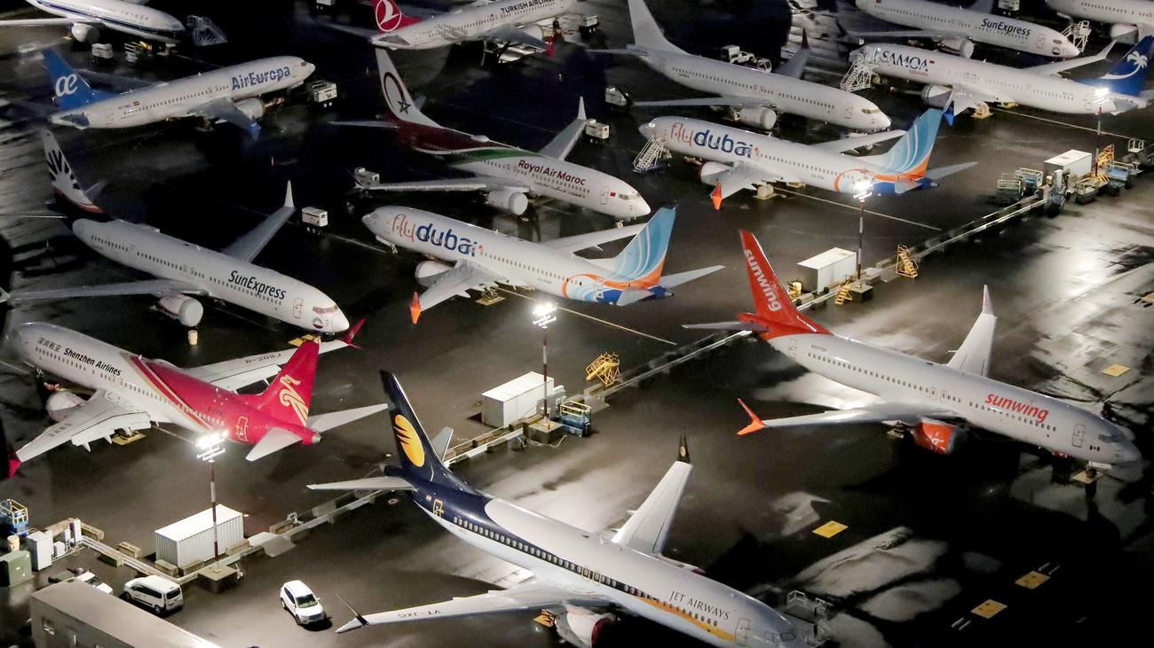 Boeing 737 Max: Gewinn von Boeing bricht um die Hälfte ein